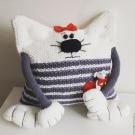 Вязать крючком подушку кошку