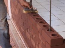 Стержни при кладке стены из лего кирпича