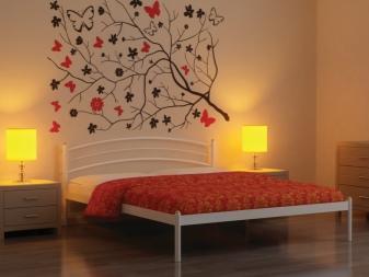 Кованые кровати (79 фото): двуспальные и односпальные с мягким изголовьем, дизайн интерьера спальни, металлические балдахином, отзывы