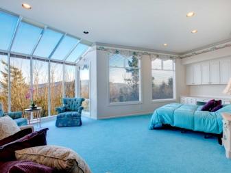 Синяя спальня (76 фото): дизайн интерьера в темно-синих тонах, в бело-синем, сине-золотом и голубом цвете, значение цвета