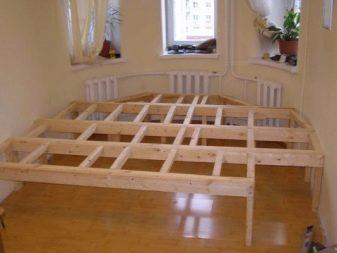Кровать-подиум с ящиками (22 фото): модели для взрослых и школьников с ящиками-столами и с ящиками под матрас