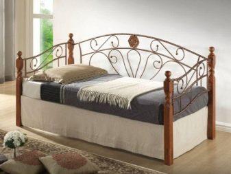 Металлические односпальные кровати: белые железные модели размером 90х200 см, 80х200 см и 70x200 см с матрасом