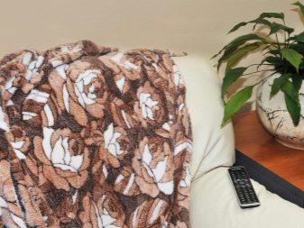 Бамбуковый плед (30 фото): плюсы и минусы, пушистые и с длинным ворсом, эко-бамбука детские и взрослые, особенности ткани