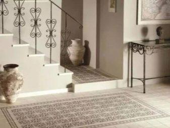 Плитка-панно на пол (29 фото): напольные керамические покрытия в виде ковра, бежевые модели с золотом в интерьере