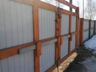 Ворота распашные металлические из профнастила с калиткой: процесс изготовления, установка своими руками