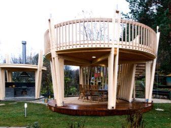 Двухэтажная беседка (30 фото): конструкция для дачи с мангалом, интерьер 2-го этажа строения, 2-х этажная беседка