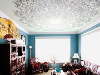 потолок с принтом