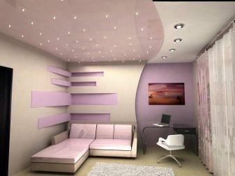 потолок с встроенными лампами