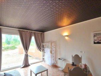 коричневый фактурный потолок