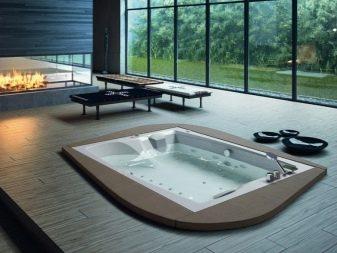 Овальная. Такая форма максимально приближена к традиционной форме акриловой  ванны. Ее внутреннее пространство меньше 3a46c7946458b