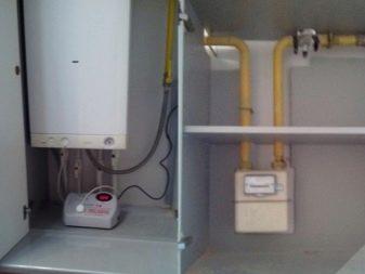 Как спрятать газовый котел на кухне? 25 фото Как закрыть кухонным гарнитуром, идеи дизайна и можно ли поставить котел в шкаф
