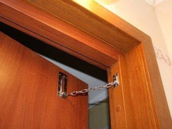 Как установить цепочку на металлическую входную дверь