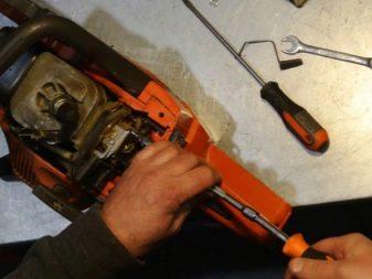 Пилы «Дружба» (22 фото): особенности ручных моделей, характеристики двуручных пил. Регулировка карбюратора электропилы. Какова мощность моделей?