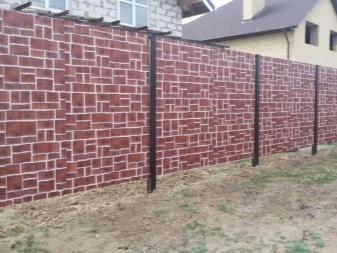 Как сделать забор из профнастила: пошаговая инструкция. Как выбрать и сделать забор из металлопрофиля