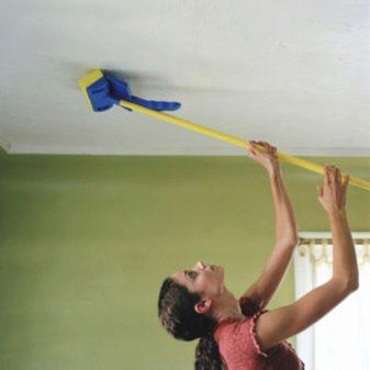 Отделка потолка пластиковыми панелями (71 фото): технология монтажа и обшивки, как крепить панели ПВХ своими руками