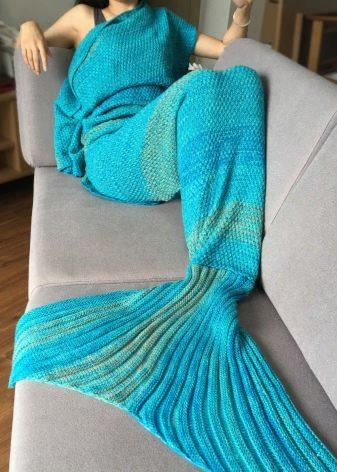 Плед - хвост русалки - (21 фото): особенности вязаных моделей с русалочьим или рыбьим хвостом