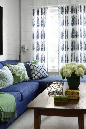 Синие диваны