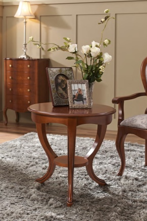 Круглый столик - отличное решение для любой комнаты
