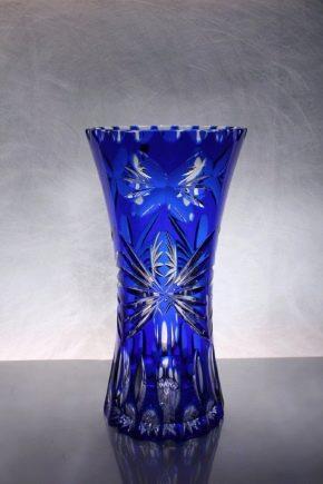 Хрустальные вазы: разновидности и рекомендации по выбору
