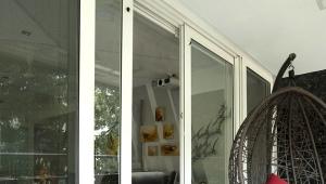 Пластиковая дверь на балкон