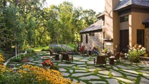 Идеи ландшафтного дизайна двора деревенского дома