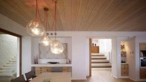 Потолок из вагонки в дизайне интерьера