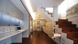 Двухмаршевые лестницы с площадкой: особенности и характеристики