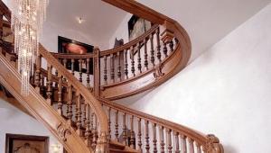 Выбор балясин для лестниц в доме: особенности и разновидности