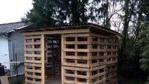 Как построить сарай из поддонов?