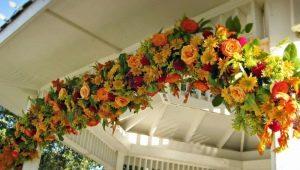 Как сделать гирлянду из цветов?