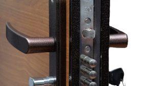 Как установить личинку замка во входную дверь?