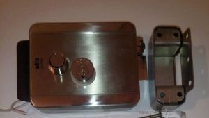 Разновидности и технология установки накладного замка на металлическую дверь