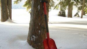 Алюминиевые лопаты для уборки снега: характеристики и популярные модели