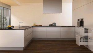 Что лучше для кухни – плитка или ламинат?