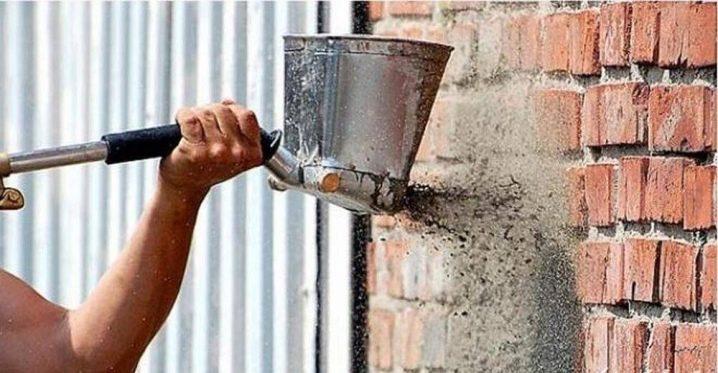 как штукатурить кирпичную стену цементным раствором на улице