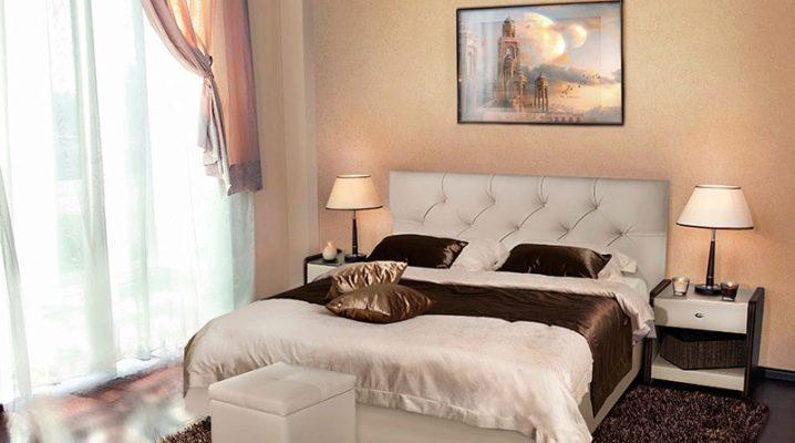 Белая кровать с подъемным механизмом в интерьере