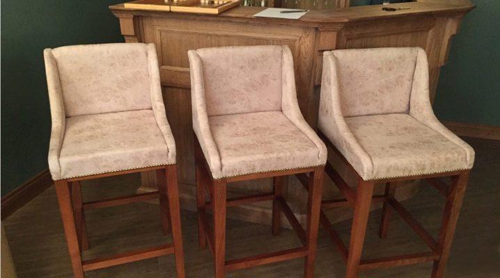 Деревянные барные стулья: виды конструкции