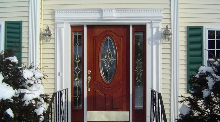 Выбираем металлические двери со стеклом