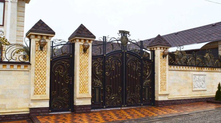 Красивые кованые ворота в ландшафтном дизайне