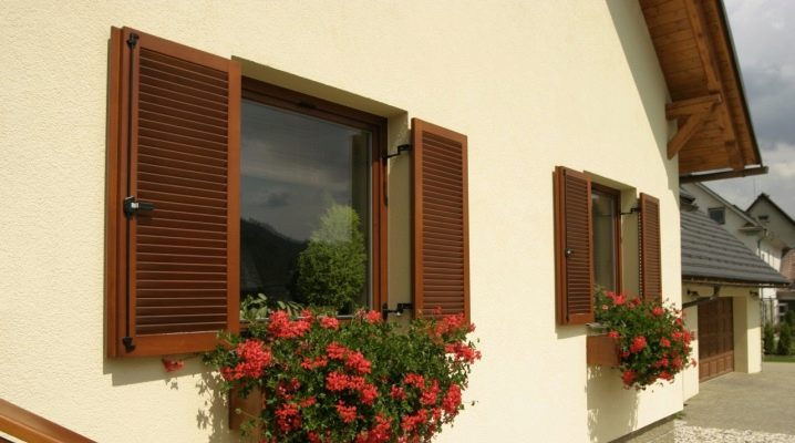 Ставни на окна деревянные для художественного и практичного оформления дома