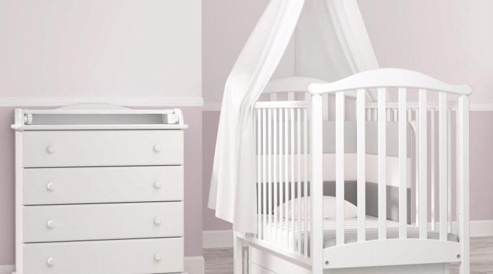 Как выбрать кроватку-манеж для новорожденных?