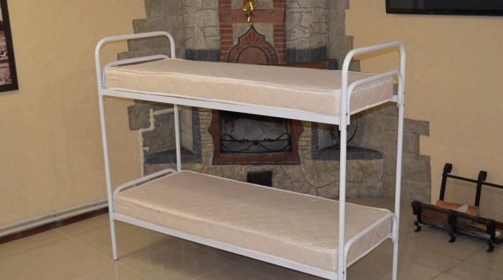 Выбираем железные двухъярусные кровати для строителей и рабочих