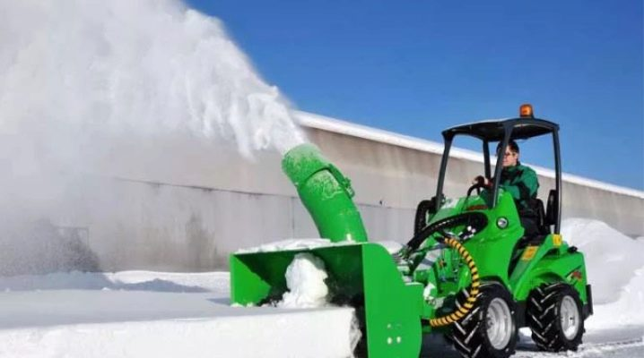 Особенности и тонкости выбора мини-тракторов для уборки снега