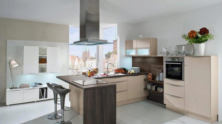 Угловые кухни с барной стойкой: дизайн и особенности выбора
