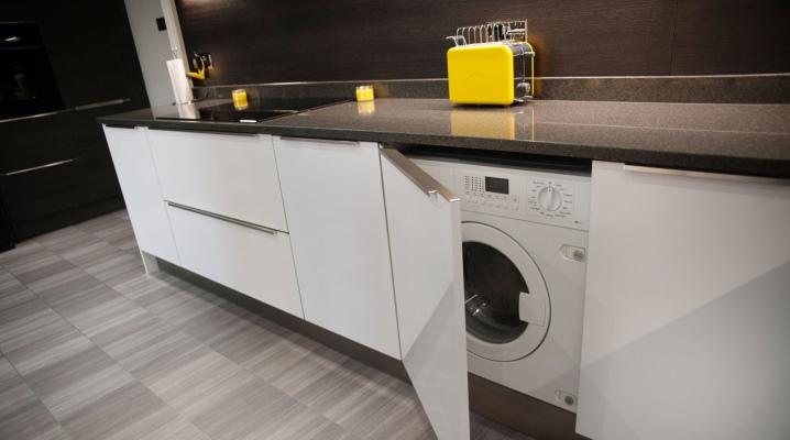 Не встраиваемая стиральная машина на кухне