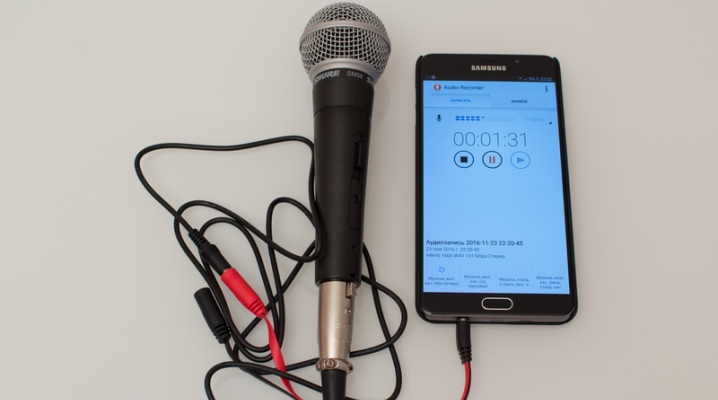 kak-podklyuchit-mikrofon-k-telefonu-1.png