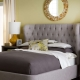 Разновидности двуспальных кроватей с мягким изголовьем