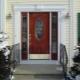 Входные двери со стеклопакетом для загородного дома