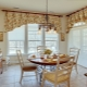 Дизайн коротких штор для гостиной комнаты: красивые идеи оформления окон