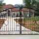 Распашные металлические ворота: плюсы и минусы